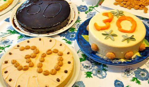 mousse di cioccolato fondente con croccante di frolla e cioccolato , mousse di caffè con biscottini di pasta frolla al caffè, mousse di albicocche, salvia e amaretti