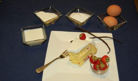 torta pan di spagna, crema pasticciera , fragole , vaniglia e panna