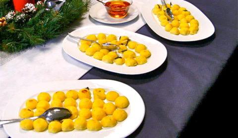 cupolette di polenta al gorgonzola e salsa di caramello